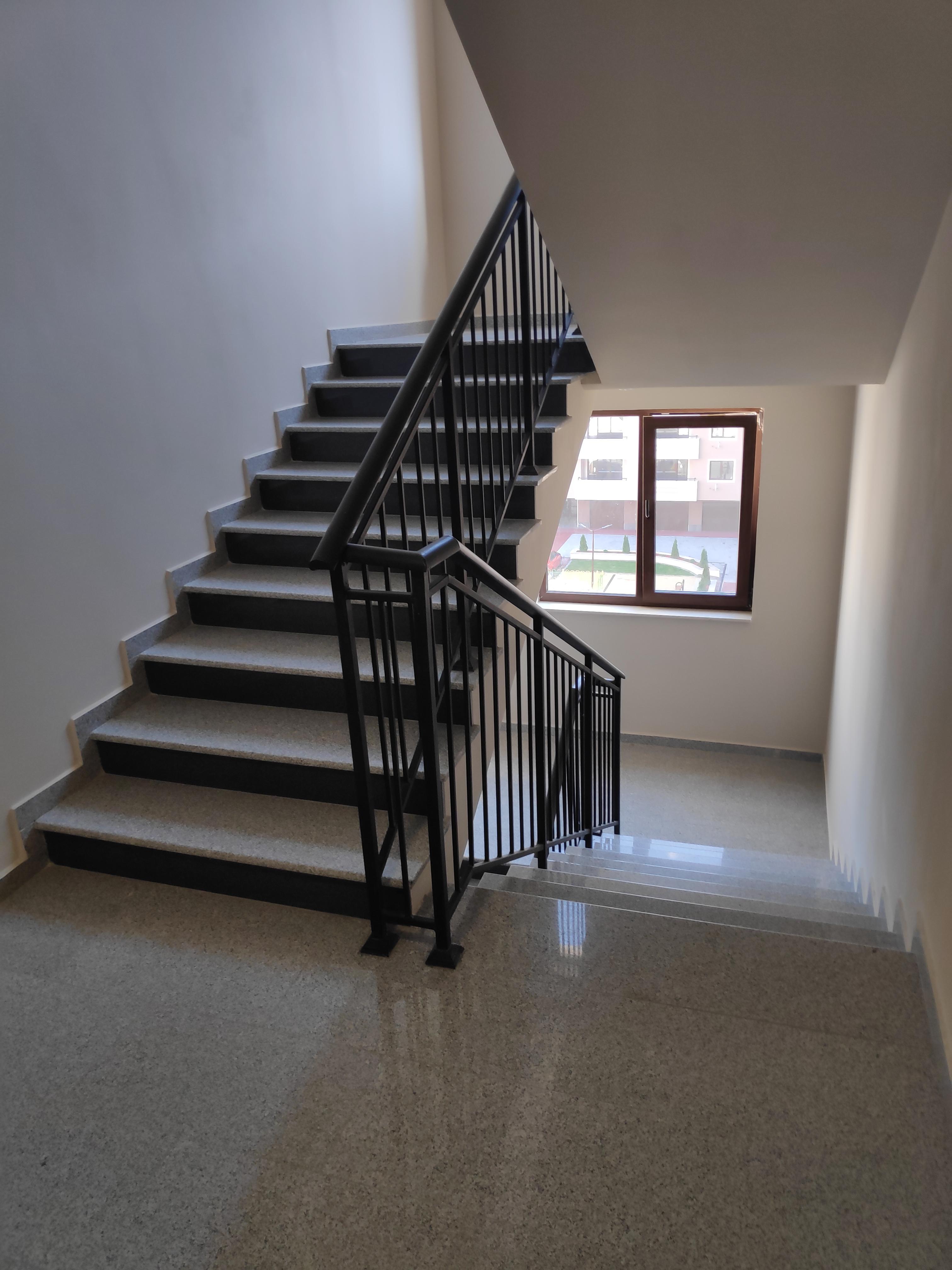 Нов тристаен апартамент 106 кв.м. до маг. Метро, кв. Тракия