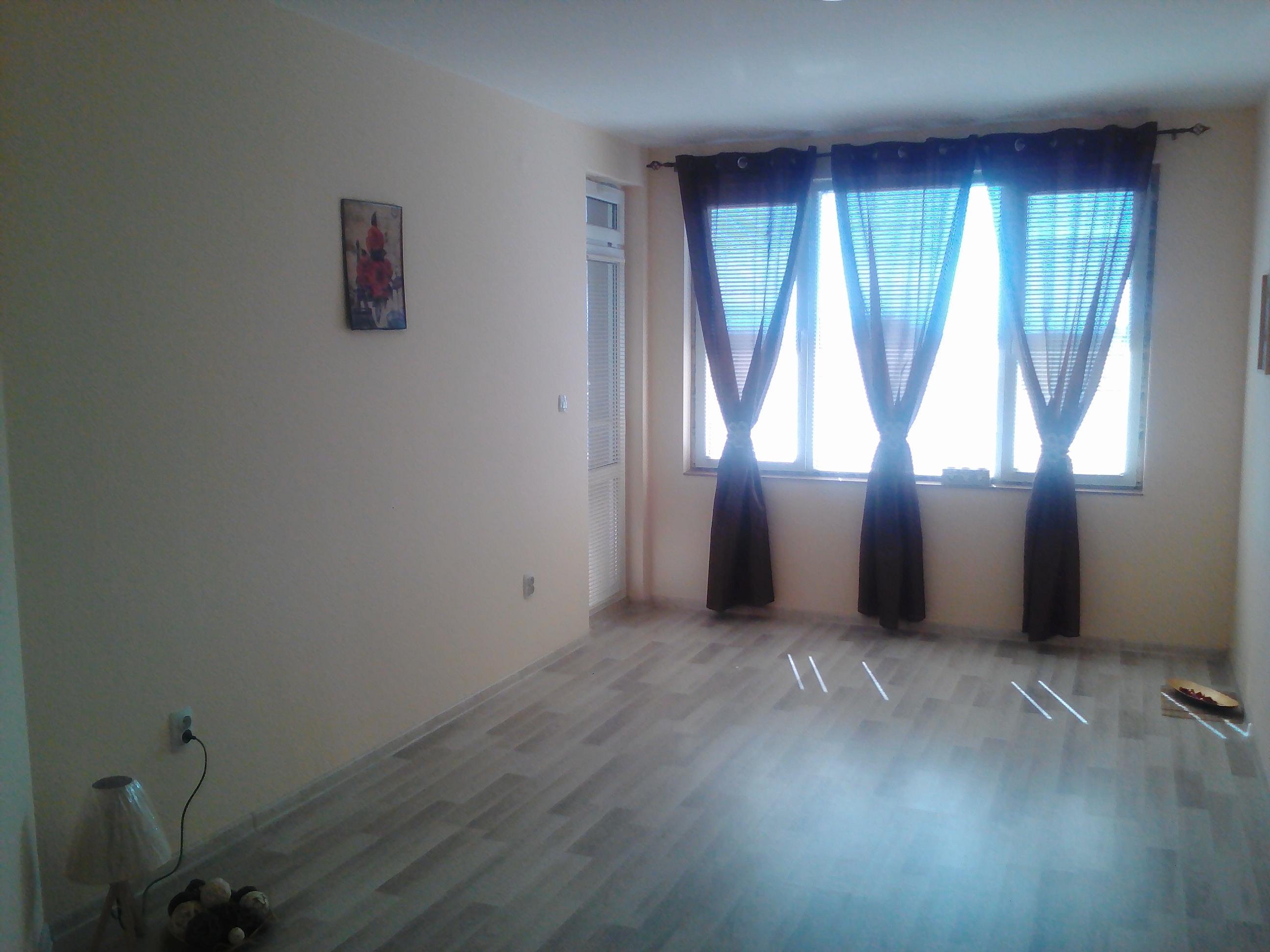 Необзаведен 2-стаен апартамент
