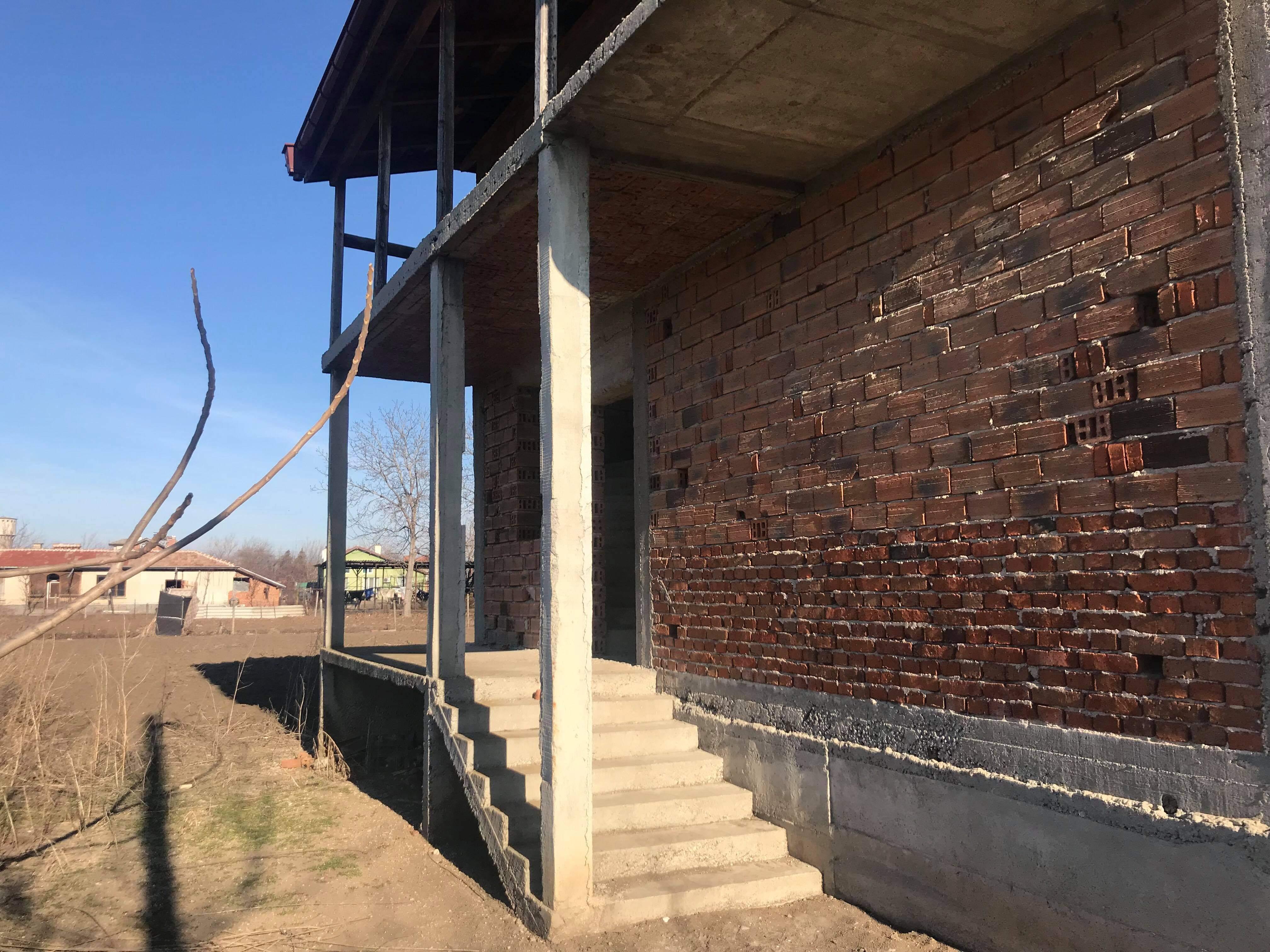 Нова 2-етажна къща в гр.Съединение
