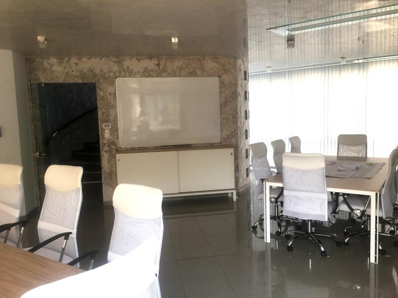Офис сграда, Супер център