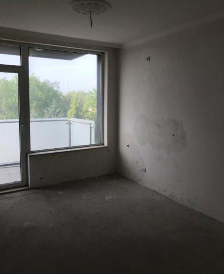 Ново тристайно жилище /необзаведено/