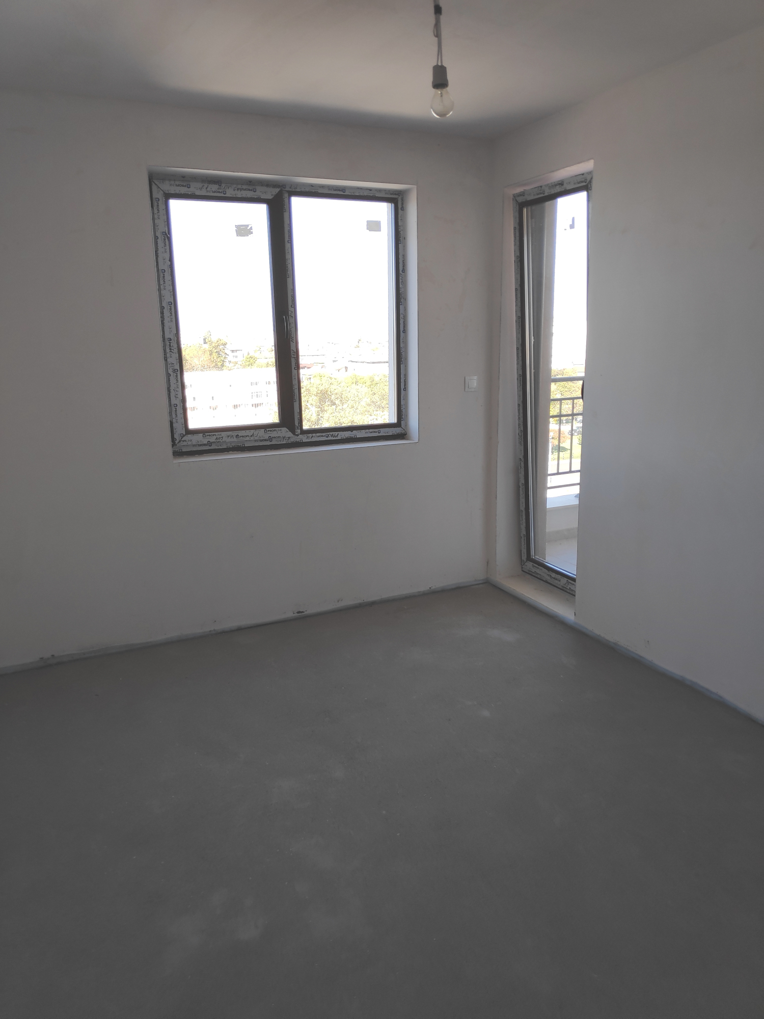 Ново тристайно жилище 97 кв.м. до маг. Метро, кв. Тракия