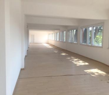 Офисни площи/ Под наем/ Адм. сграда